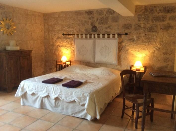 Location de vacances - Gîte à Dondas - chambre été indien lit 160 avec salle de bains douche et wc au rez de chausséé