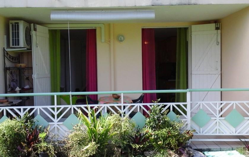 Location de vacances - Studio à Le Gosier - terrasse aménagée pour prendre les repas