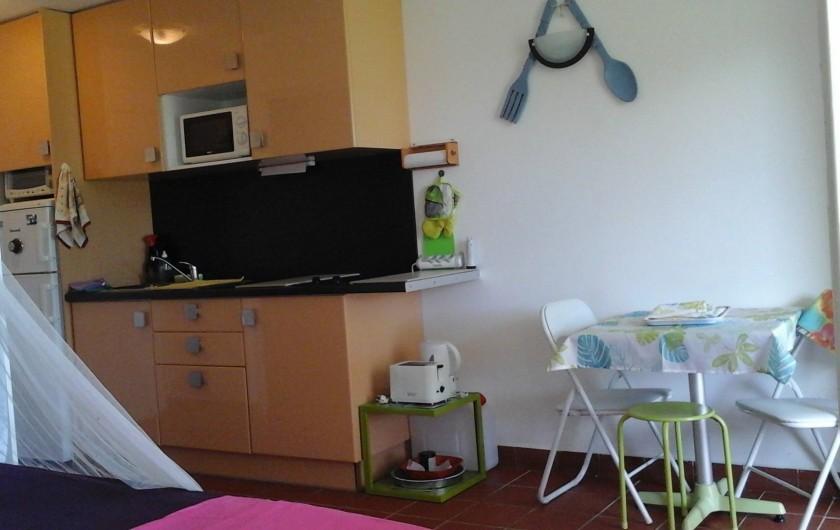 Location de vacances - Studio à Le Gosier - cuisine aménagée,
