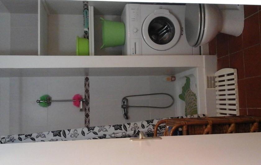 Location de vacances - Studio à Le Gosier - salle de douche, machine à laver,wc, lavabo