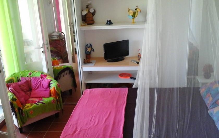 Location de vacances - Studio à Le Gosier - Lit relevable, télé,le studio est climatisé