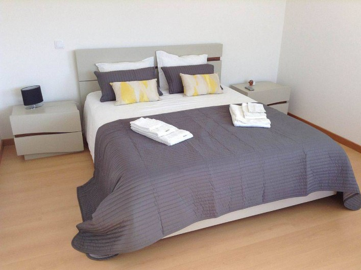 Location de vacances - Villa à São Martinho do Porto - Chambre étage, très grand lit double, sdd et terrasse