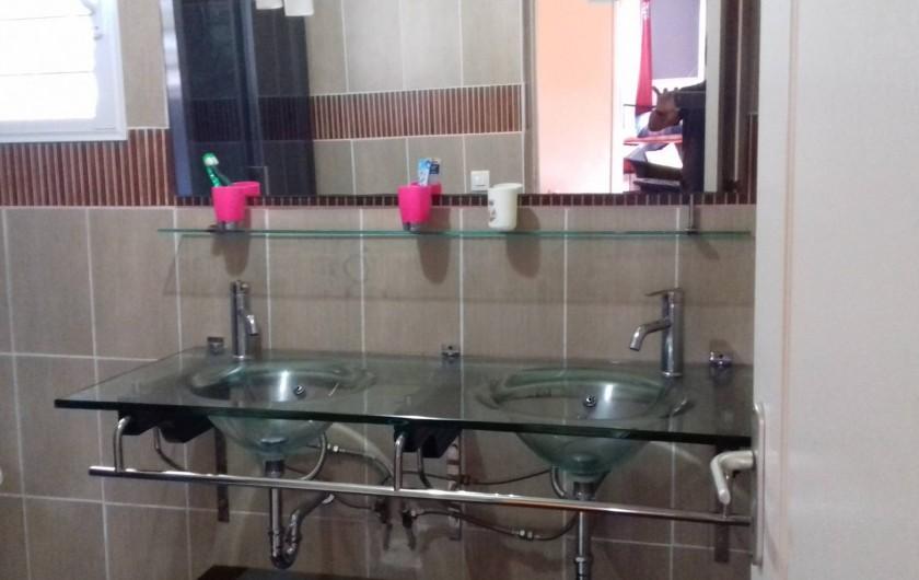 Location de vacances - Villa à La Plaine des Cafres - La salle de bains avec une cabine douche