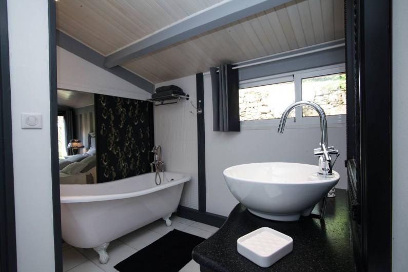 Location de vacances - Villa à Vezac - Salle de bain de la chambre rez de jardin
