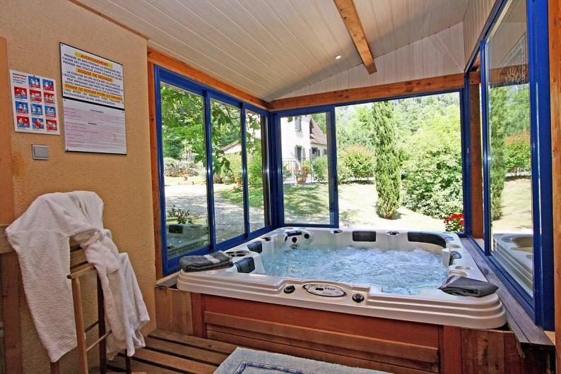 Location de vacances - Villa à Vezac - Jacuzzi