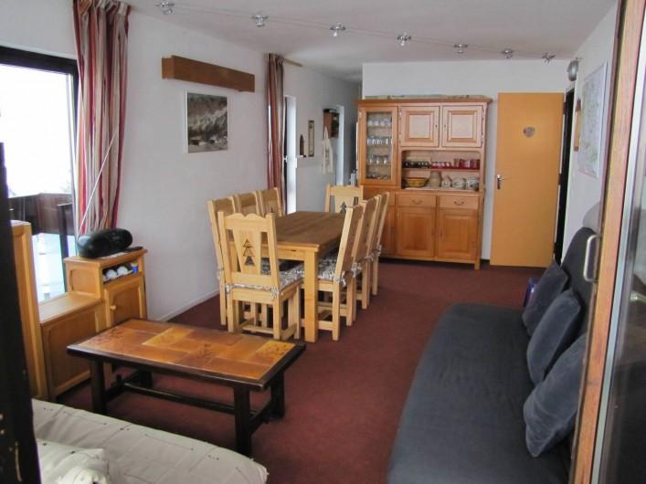 Location de vacances - Appartement à Les Menuires - séjour vu du balcon