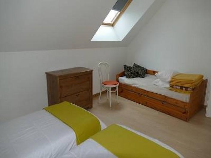 Location de vacances - Maison - Villa à Annecy - Gite n° 3 Chambre  -2 lits simple pouvant se réunir .  -lit gigogne 2 lits 90