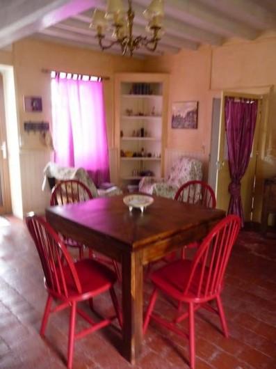 Location de vacances - Maison - Villa à La Collancelle - Salle à manger au frais, la table peut s'agrandir