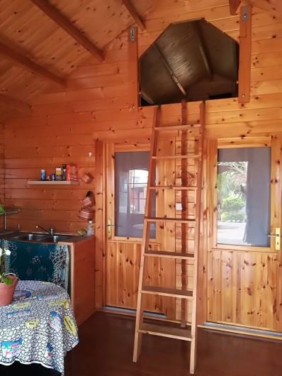 Location de vacances - Chalet à La Saline-Les-Bains - Mezzanine accès échelle pour 2 personnes avec fenêtre .