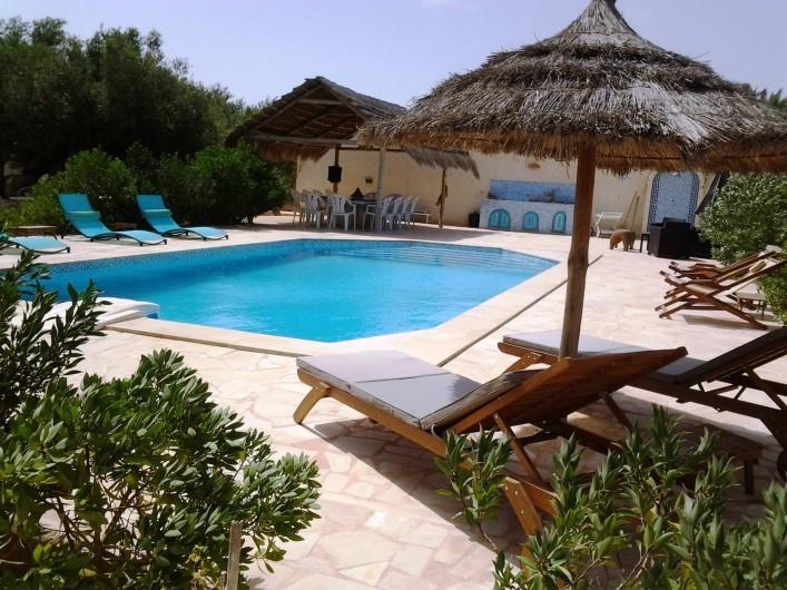Location de vacances - Maison - Villa à Djerba - Piscine, terrasse, barbecue, transats, parasol