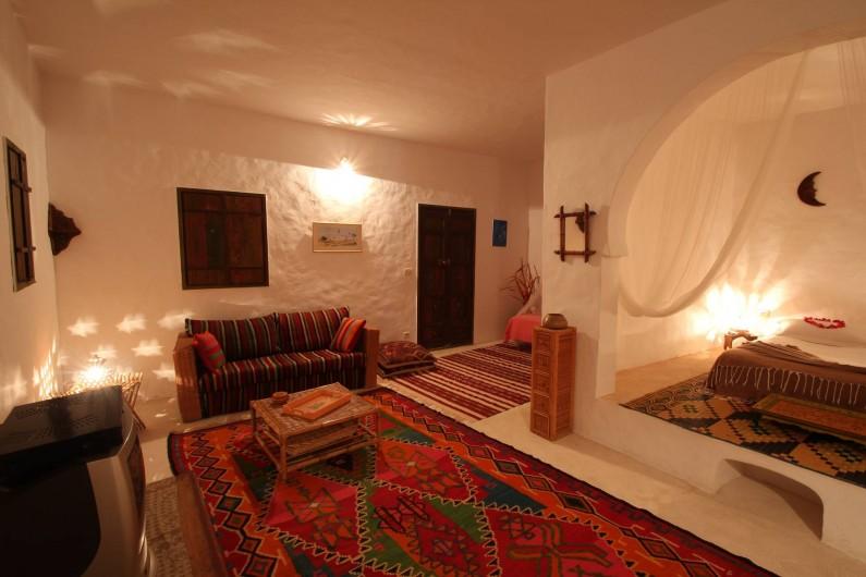 Location de vacances - Maison - Villa à Djerba - salon et couchage vue d ' ensemble