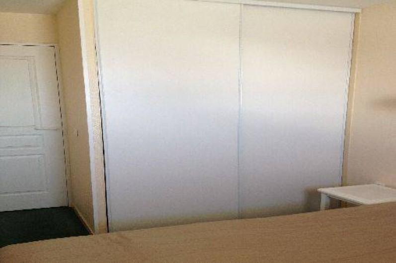 Location de vacances - Appartement à Valmeinier - Placard de la chambre