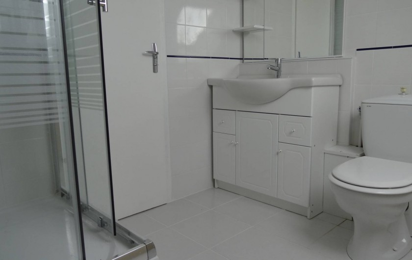 Location de vacances - Villa à Damgan - Salle de bain à l'étage