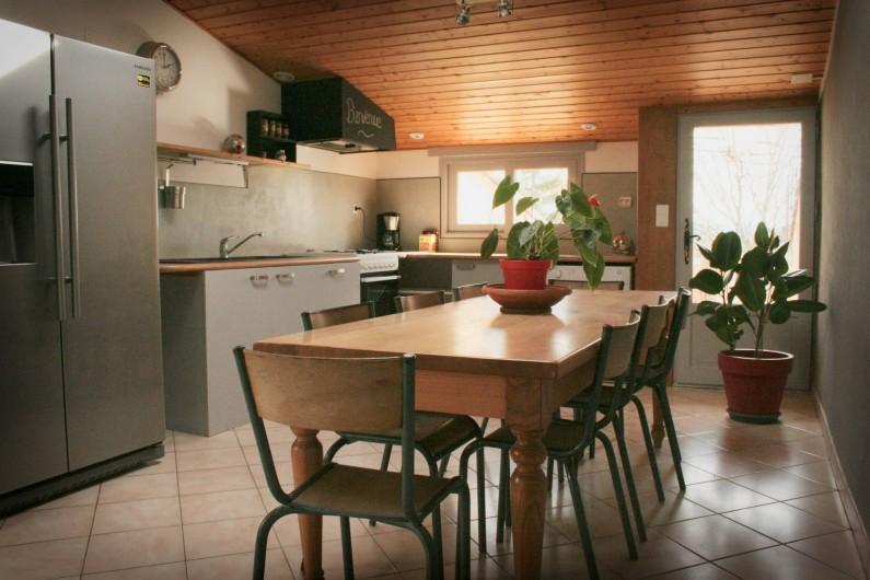Location de vacances - Appartement à Puy-Saint-Martin - Cuisine équipée (gaz, four, lave vaisselle, congélateur ...).