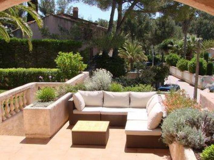 Location de vacances - Villa à Hyères - Salon d'extérieur