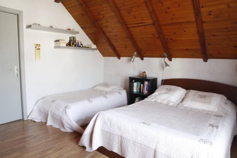Location de vacances - Chambre d'hôtes à Monswiller - Chambre 3:  - 1 lit 100x200 (1 pers.) - 1 lit 140x200 (2 pers.)