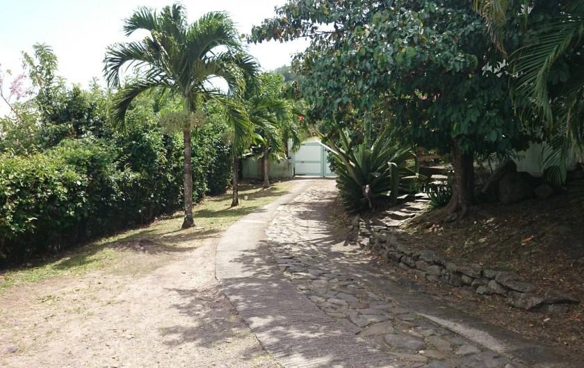Location de vacances - Maison - Villa à Le Diamant - Entrée de la propriété avec portail automatique