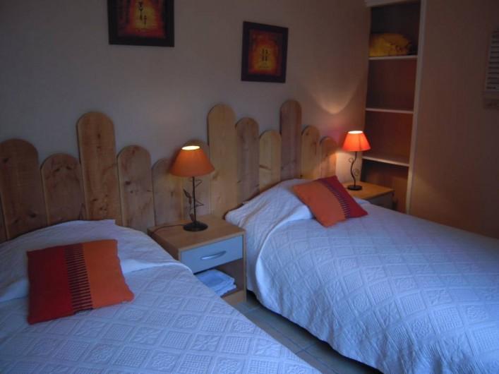 Location de vacances - Gîte à Pailloles - CHAMBRE 2 2 LITS 90