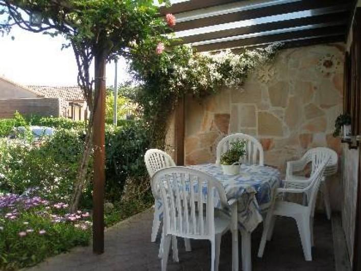 Location de vacances - Maison - Villa à Portiragnes Plage - terrasse couverte en façade