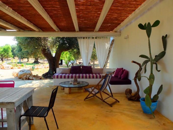 Location de vacances - Villa à San Vito dei Normanni - Terrasse lounge ombragée