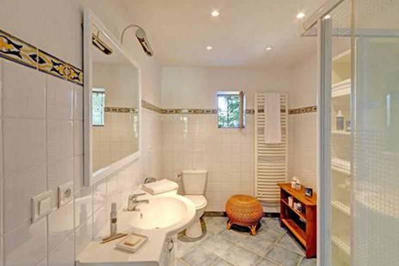 Location de vacances - Gîte à Rochessauve - Bathroom