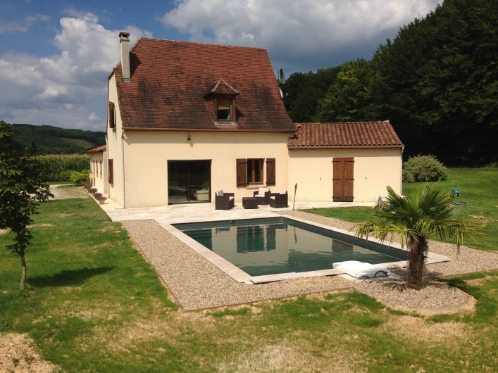 Location de vacances - Maison - Villa à Saint-Amand-de-Coly - côté piscine