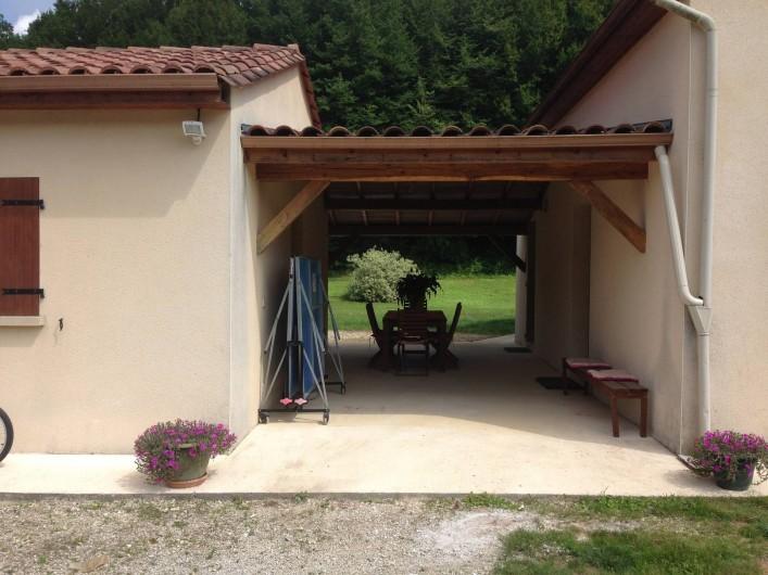Location de vacances - Maison - Villa à Saint-Amand-de-Coly - terrasse ombragée