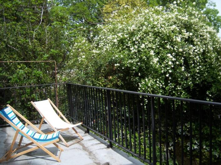 Location de vacances - Gîte à Montpeyroux - terrasse-solarium