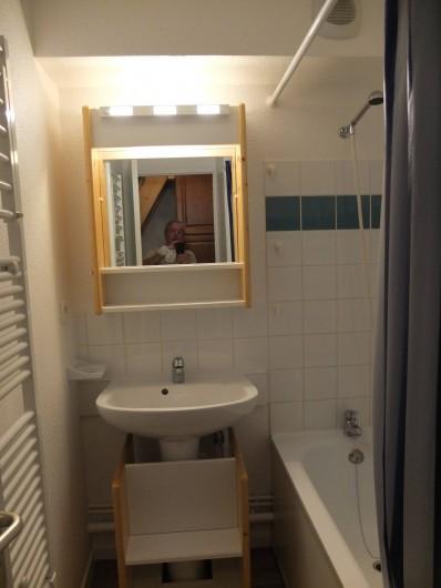 Location de vacances - Appartement à Station de Valfréjus - salle de bain avec baignoire et douchette