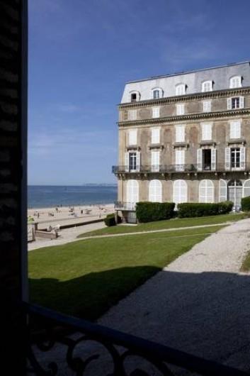 Location de vacances - Appartement à Trouville-sur-Mer - Vue mer