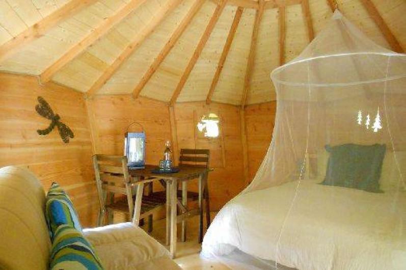 """Location de vacances - Cabane dans les arbres à Grandfontaine - Intérieur Cabane Couple (2 couchages) """"Au Fil de l'Eau"""""""