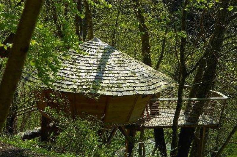 """Location de vacances - Cabane dans les arbres à Grandfontaine - Cabane Couple (2 couchages) """"Le Petit Toit du Monde"""""""