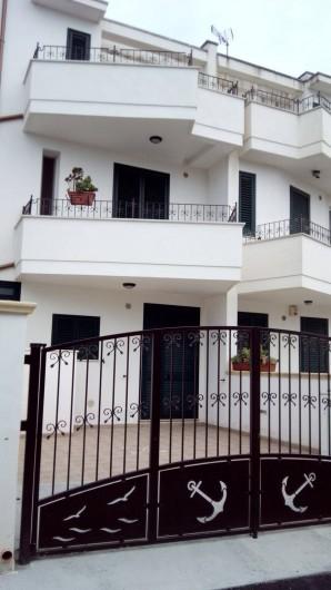 Location de vacances - Appartement à Torre San Giovanni - Front maison