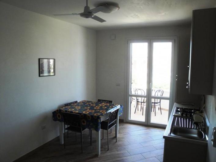 Location de vacances - Appartement à Torre San Giovanni - Salon et cuisine a l'américaine