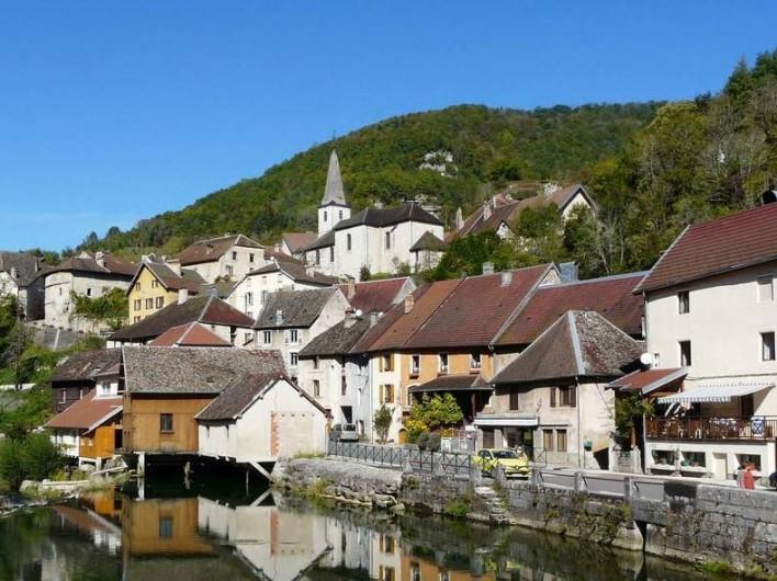 """Location de vacances - Chambre d'hôtes à Lods - Village """"Lods"""""""