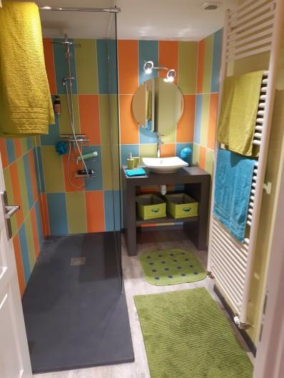 Location de vacances - Appartement à Beaune - Salle de douche avec vasque