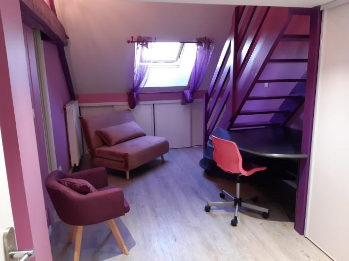Location de vacances - Appartement à Beaune - Lit d'appoint pour enfant dans la chambre rose !