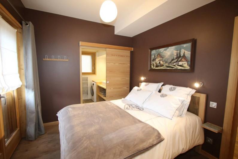 Location de vacances - Appartement à La Salle-les-Alpes - chambre 1 avec salle de douche privative