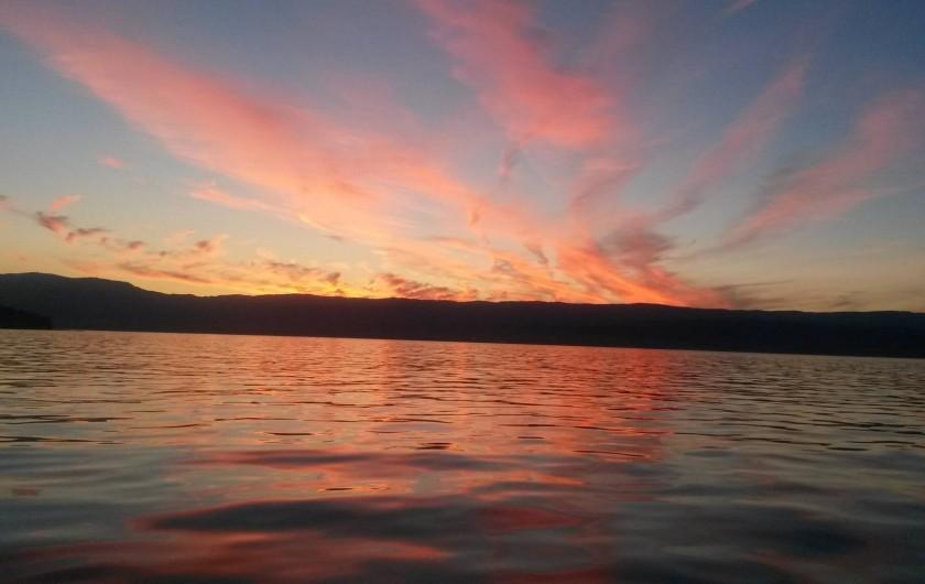 Location de vacances - Chalet à Excenevex - Coucher de soleil sur le lac