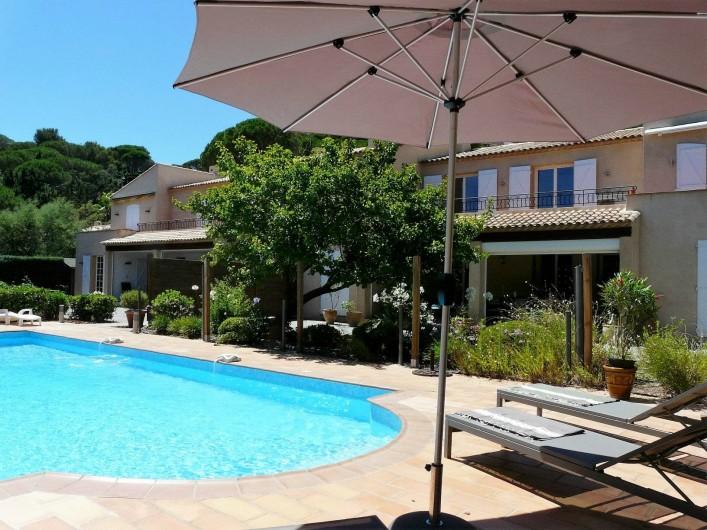 Location de vacances - Appartement à Ramatuelle - Piscine commune pour 4 Appartements