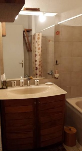 Location de vacances - Appartement à Saint-Gilles les Bains - Salle de bain