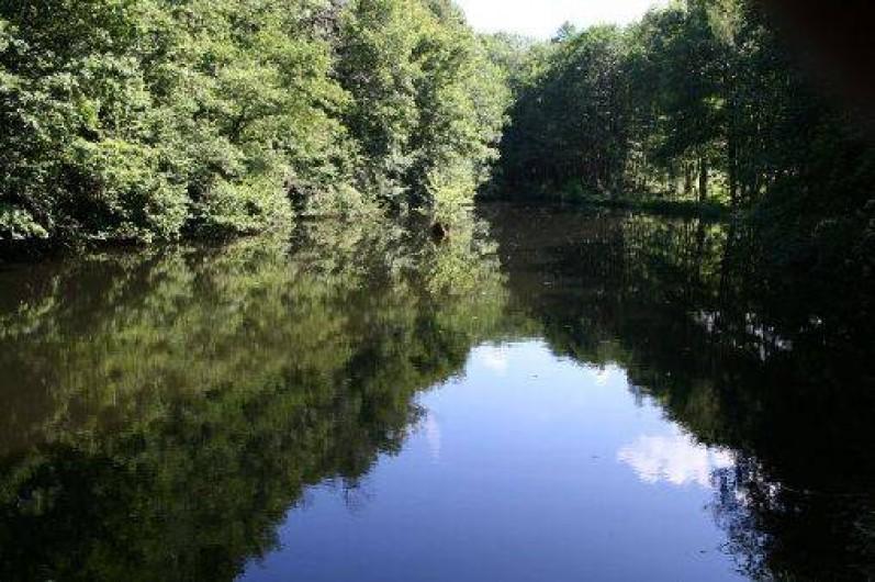 """Location de vacances - Chambre d'hôtes à Le Clerjus - L'étang de pêche  """"la Chapelle"""""""