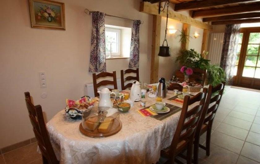 Location de vacances - Chambre d'hôtes à Le Clerjus - La salle du petit déjeuner