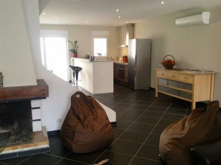Location de vacances - Maison - Villa à Gruissan - salon + cuisine