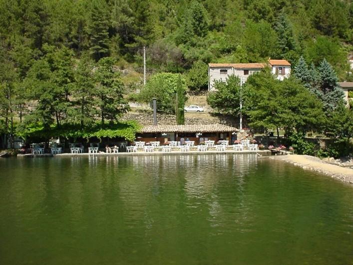 Location de vacances - Appartement à Bessèges - Vu de la guinguette à proximité de la plage aménagée