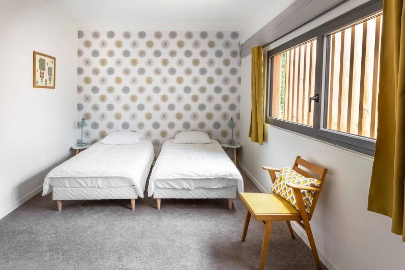 Location de vacances - Gîte à Saint-Agne - Chambre 2  3 lits 1 personne ou 1 lit double et 1 lit simple