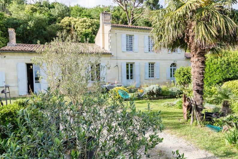 Location de vacances - Gîte à Bourg sur Gironde - vue maison