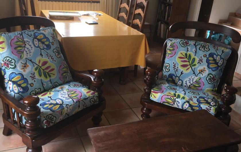 Location de vacances - Appartement à Perpignan - salon avec canapé et télévision