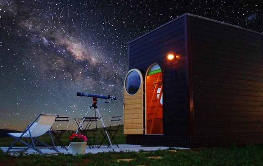 Location de vacances - Insolite à La Chapelle-Blanche-Saint-Martin - Carré d'étoiles prêt d'un télescope
