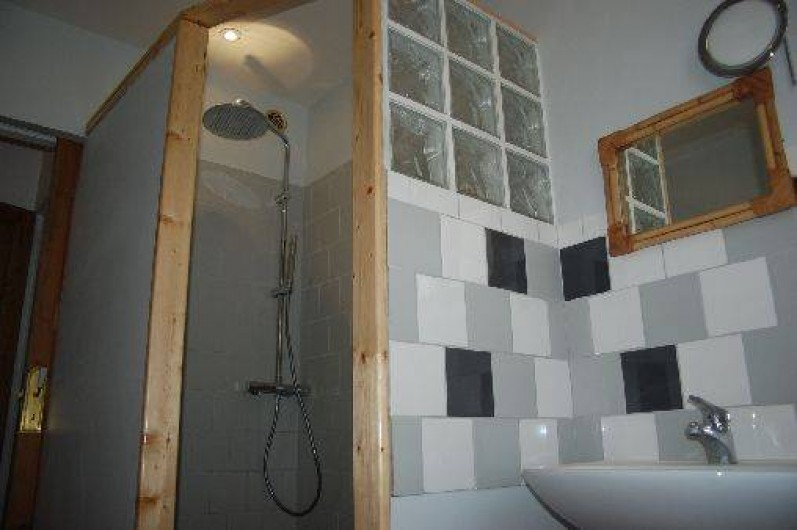 Location de vacances - Appartement à Six-Fours-les-Plages - salle de douche